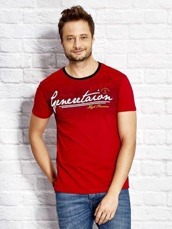 Czerwony t-shirt męski z motywem tekstowym