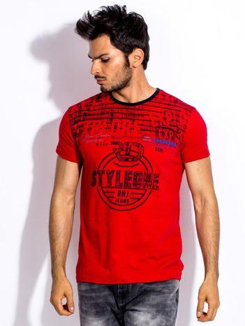 Czerwony t-shirt męski z okrągłym nadrukiem