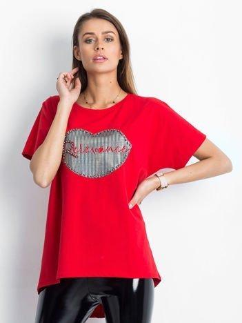 Czerwony t-shirt z motywem ust