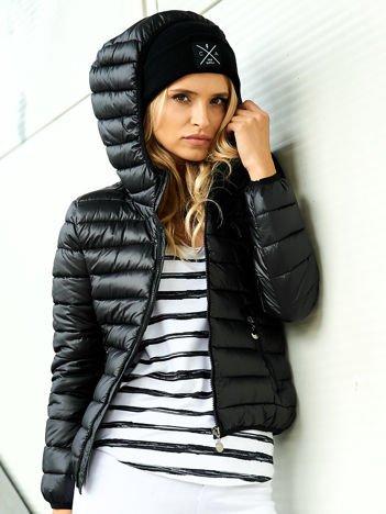 Damska kurtka pikowana czarna