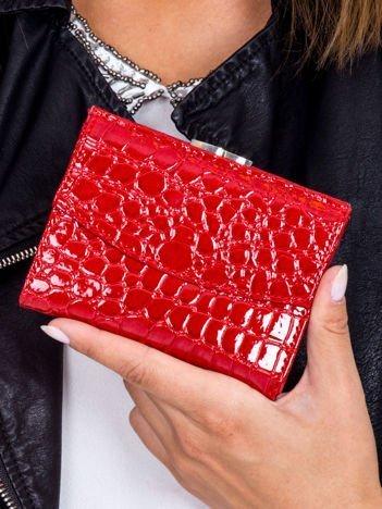 Damski czerwony portfel tłoczony