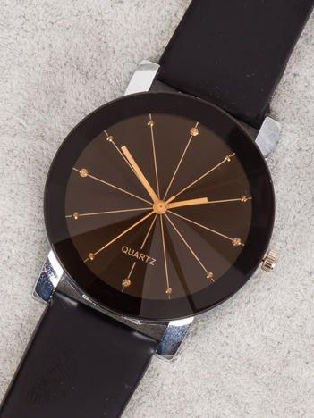 Damski zegarek z cyrkoniami na tarczy