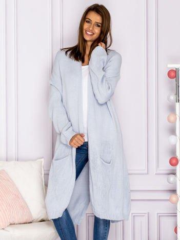 Długi otwarty sweter z kieszeniami i kopertowym karczkiem jasnoniebieski