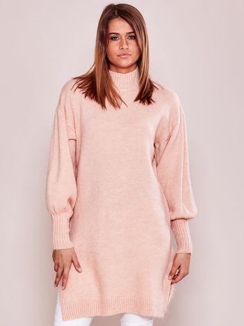 Długi sweter damski z szerokimi ściągaczami jasnoróżowy