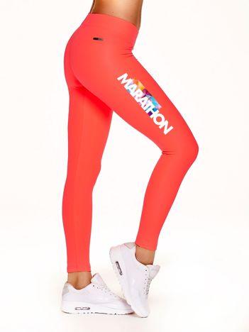 Długie legginsy do biegania z napisem MARATHON fluokoralowe