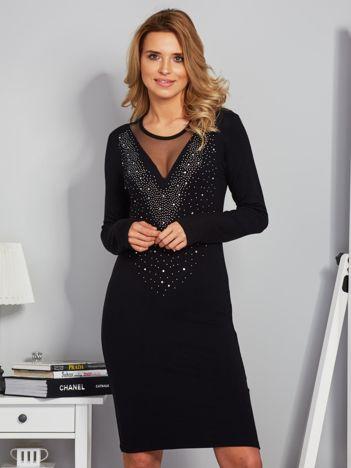 Dopasowana sukienka z ozdobnymi dżetami czarna