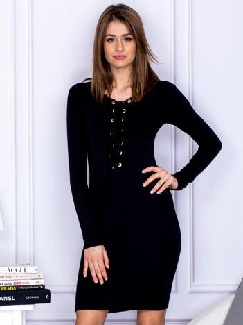 Dopasowana sukienka z wiązanym dekoltem czarna