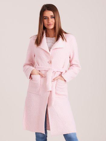 Dzianinowy damski płaszcz jasnoróżowy