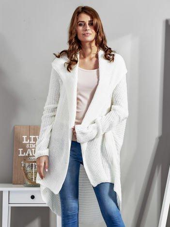 Ecru asymetryczny sweter oversize