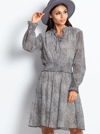 Ecru-brązowa sukienka w cętki