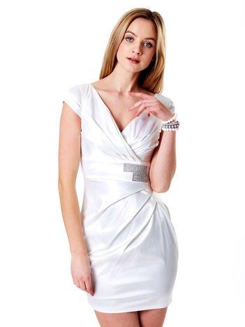 Ecru satynowa sukienka z błyszczącą aplikacją