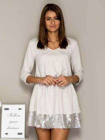 Ecru sukienka dresowa z cekinowym wykończeniem