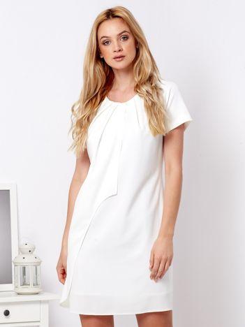 Ecru sukienka z asymetryczną falbaną