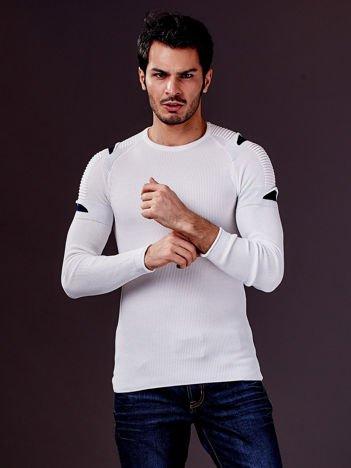 Ecru sweter męski z rozcięciami na rękawach