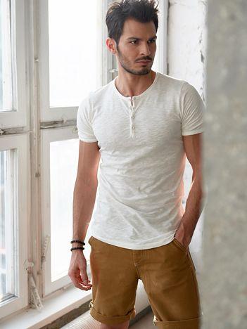 Ecru t-shirt męski z guzikami