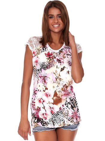 Ecru t-shirt w kolorowe kwiatowe desenie