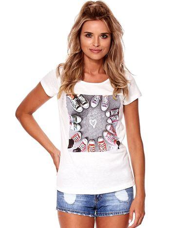 Ecru t-shirt z motywem trampek