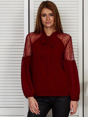 Elegancka bluzka z wiązanym chokerem bordowa