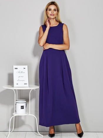 Fioletowa długa sukienka wieczorowa z siateczkowym dekoltem z tyłu