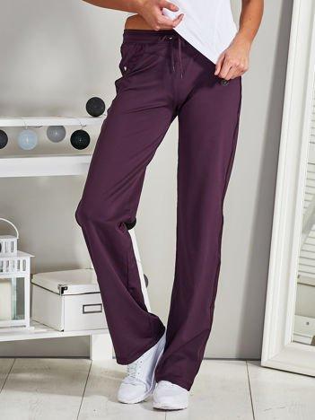 Fioletowe spodnie sportowe z dżetami i troczkami