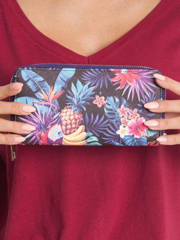 Fioletowy portfel w roślinne wzory