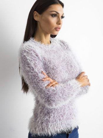 Fioletowy sweter z długim włosem i cekinami