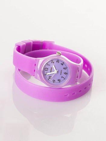 Fioletowy zegarek na długim pasku