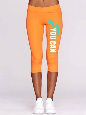 Fluo pomarańczowe krótkie legginsy fitness z kolorowym nadrukiem