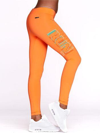 Fluo pomarańczowe legginsy do fitnessu z nadrukiem RUN