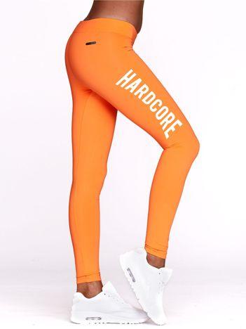 Fluo pomarańczowe legginsy do fitnessu z napisem HARDCORE