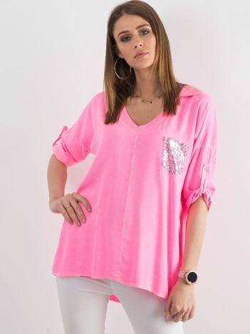 Fluo różowa bluzka damska z cekinową kieszenią