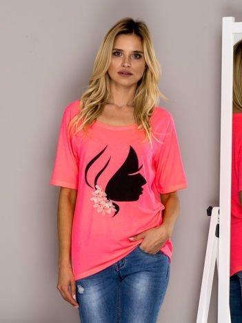 Fluo różowy t-shirt z kobiecym profilem