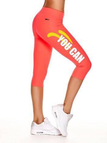 Fluoróżowe krótkie legginsy sportowe z nadrukiem