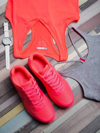 Fuksjowe buty sportowe na poduszce powietrznej