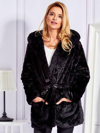Futrzany krótki płaszcz z paskiem czarny