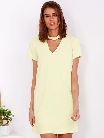 Gładka elegancka sukienka z chokerem jasnożółta