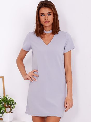 Gładka elegancka sukienka z chokerem szara