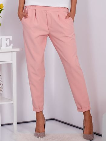 Gładkie jasnoróżowe spodnie ze zwężaną nogawką