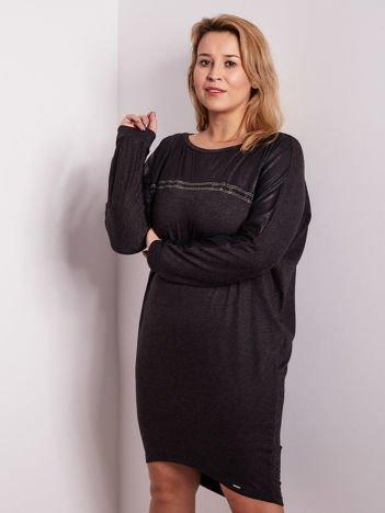 Grafitowa sukienka z dżetami i długim rękawem PLUS SIZE