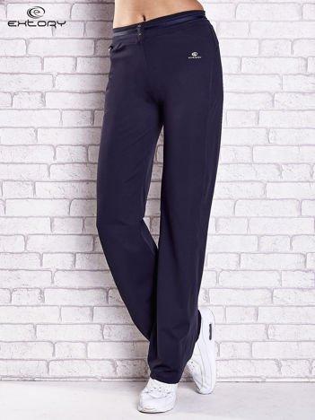 Grafitowe spodnie dresowe z guziczkami PLUS SIZE