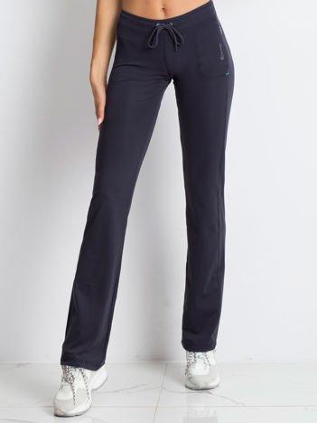 Grafitowe spodnie dresowe ze sznureczkiem i wszytą kieszenią