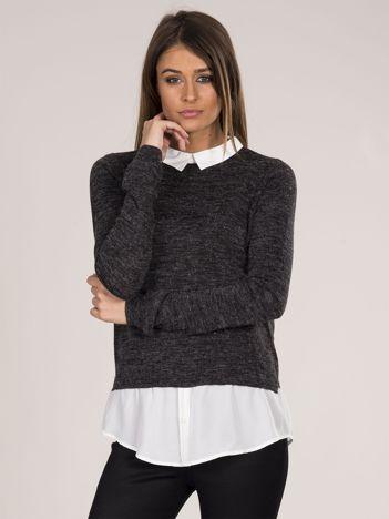 Grafitowy sweter z koszulą