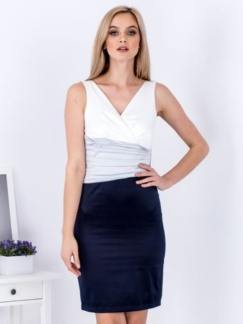 Granatowa dopasowana sukienka z drapowaniami
