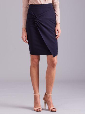 Granatowa spódnica asymetryczna