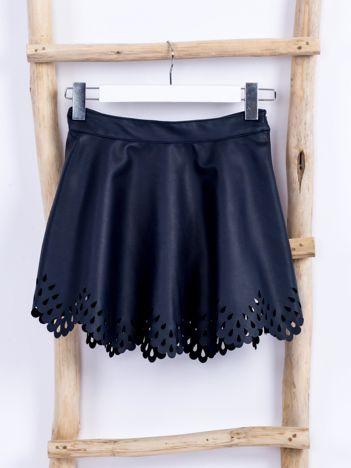 Granatowa spódnica ze skóry ekologicznej z ażurowaniem
