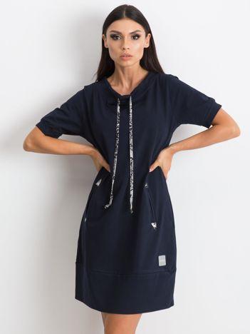 Granatowa sukienka Byword