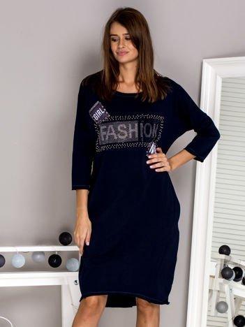 Granatowa sukienka dresowa z napisem FASHION