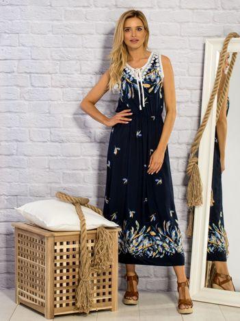 Granatowa sukienka letnia maxi w piórka