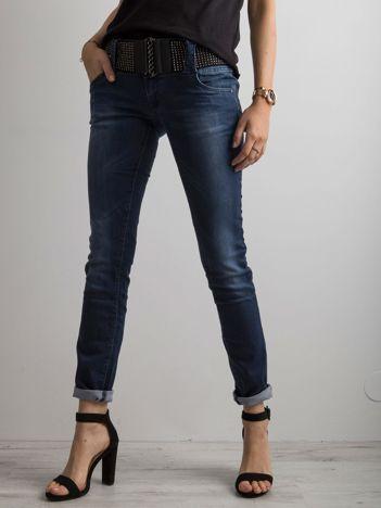 Granatowe jeansowe spodnie biodrówki