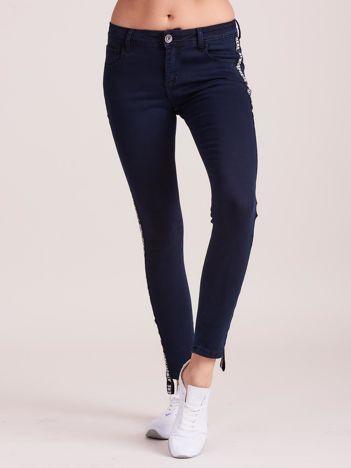 Granatowe jeansy z lampasem